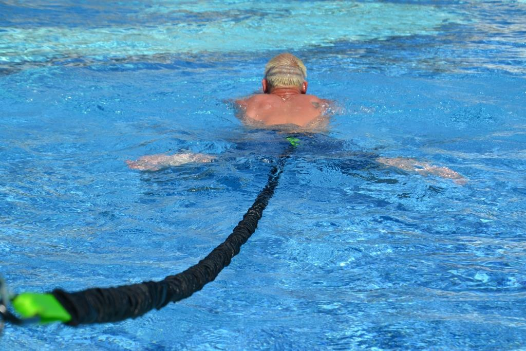 BodyCROSS Schwimmtrainer im Hotelpool